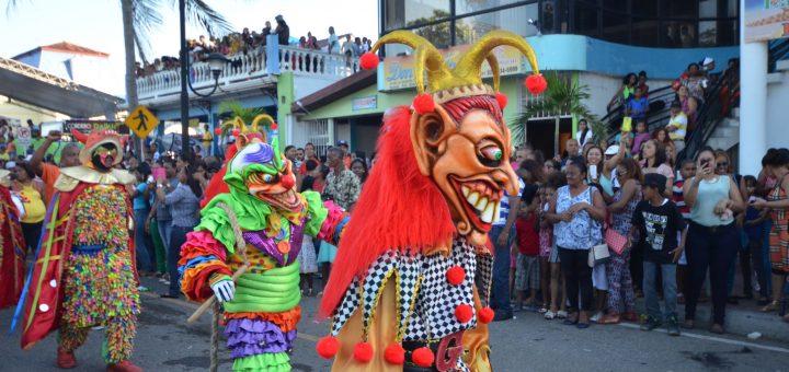 burlesque clowns in puerto plata parade