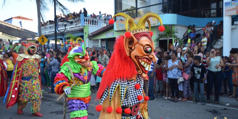 burlesque clowns in puerto plata parade